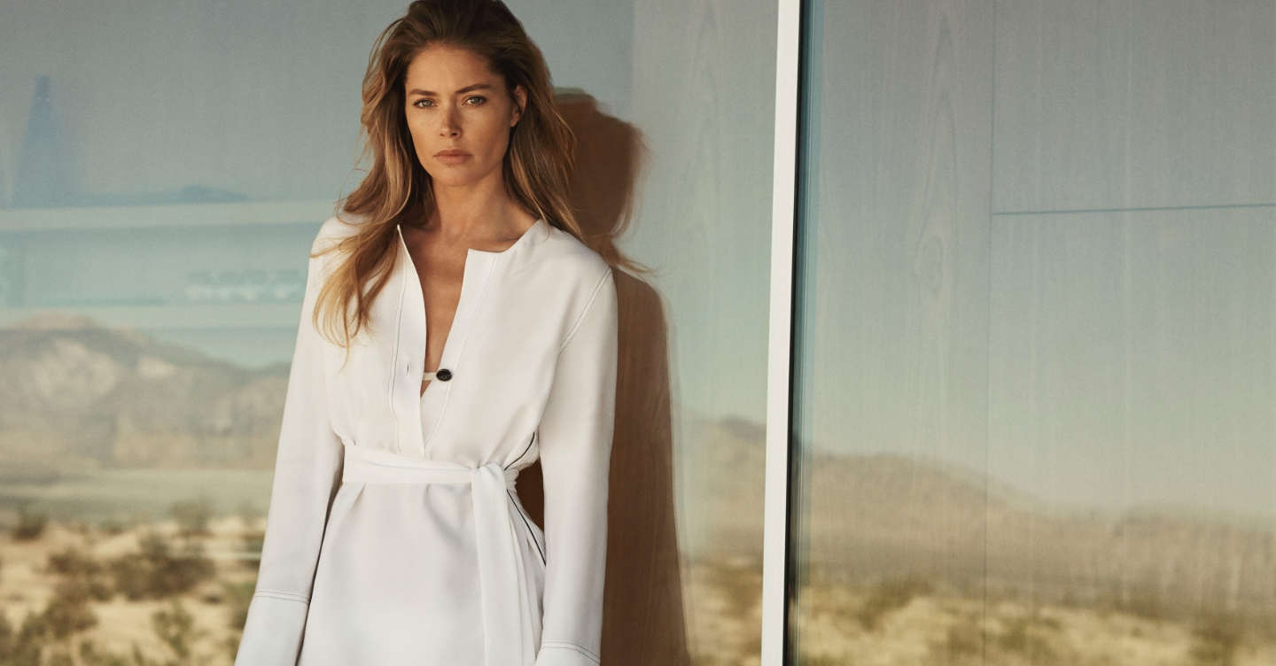 Doutzen wearing white tunic