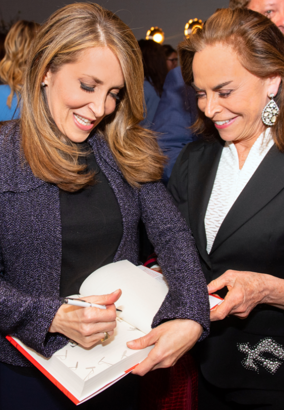 Jessica Yellin signing her book for a fan