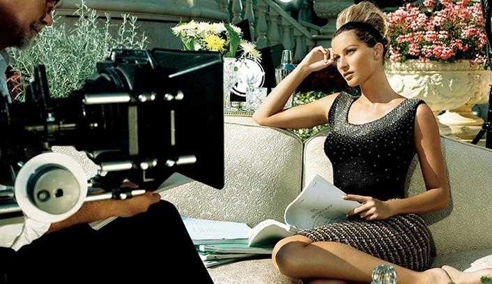 Giselle Bundchen wearing Saint John in an advertisement